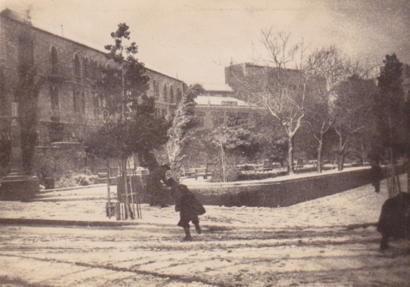 Kiwi Soldiers enjoying the snow in JerusalemLemuel Lyes Collection