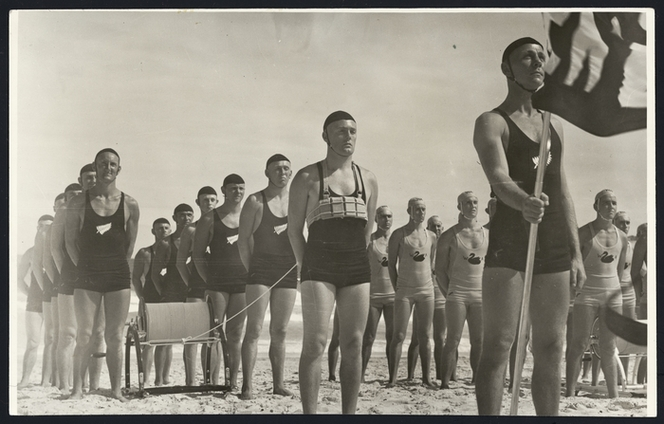 Hood, Samuel J, 1872-1953. Surf lifesaving teams at a surf carnvial, Bondi Beach, Sydney, Australia. New Zealand Free Lance : Photographic prints and negatives. Ref: PAColl-9531-14. Alexander Turnbull Library, Wellington, New Zealand. http://natlib.govt.nz/records/22753018