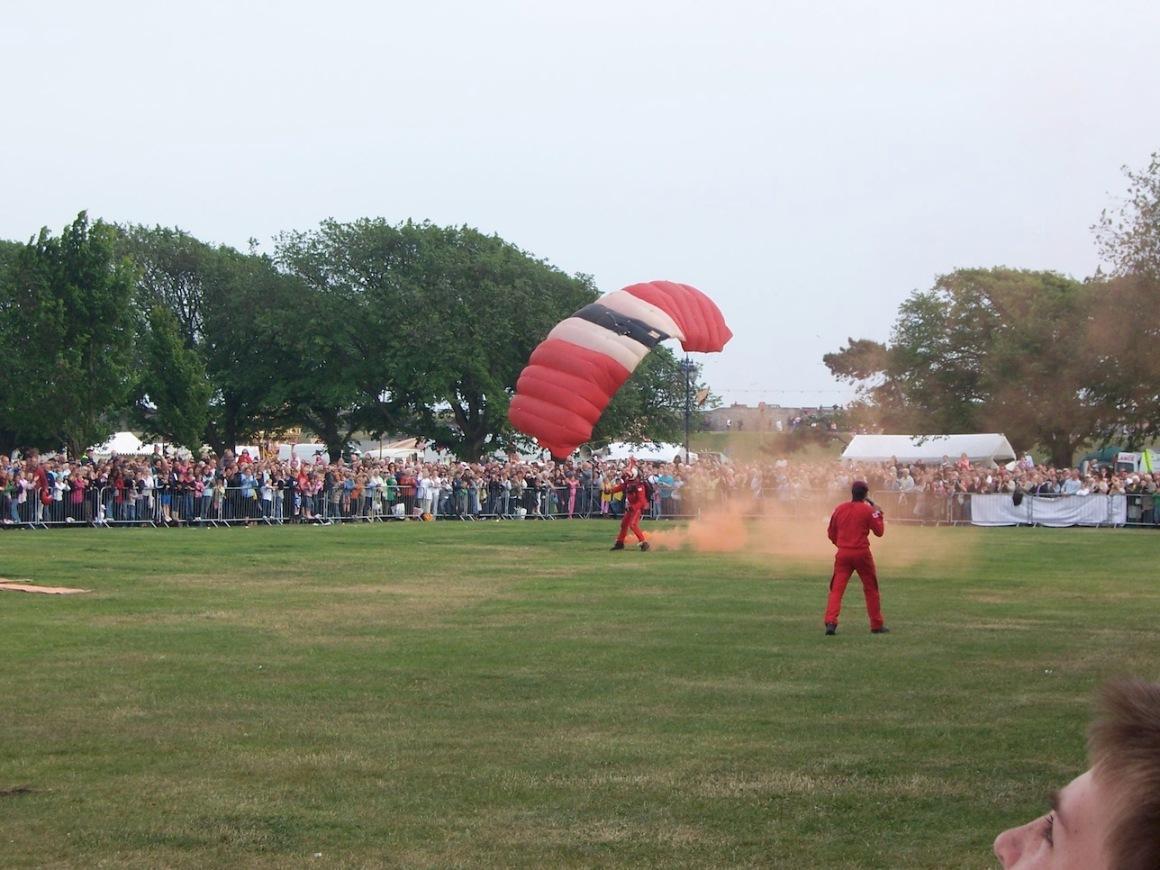 Red Devils landing at Portsmouth 2009 © Lemuel Lyes