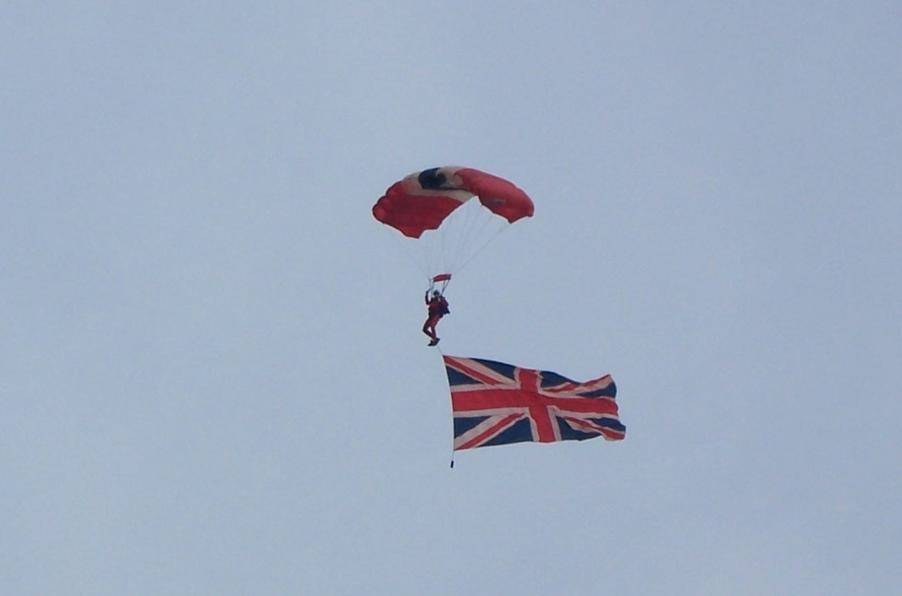Red Devils paratrooper with Union Jack © Lemuel Lyes